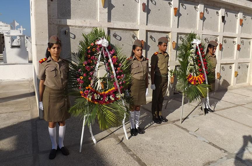 Rinden tributo manzanilleros a los caídos en misiones internacionalistas