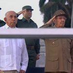 Preside Raúl Revista Militar y marcha del pueblo combatiente