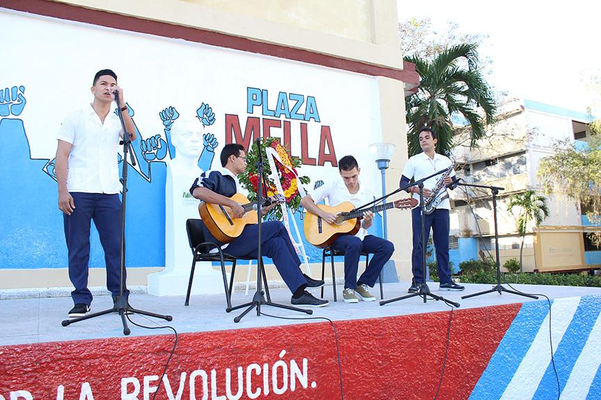 Homenaje a Julio Antonio Mella y Celia Sánchez en universidad médica de Manzanillo // Foto Marlene Herrera