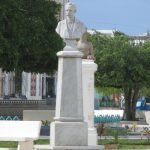 Busto dedicado a Martí en el parque Carlos Manuel de Céspedes en Manzanillo // Foto Valia Marquínez