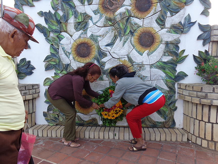 Colocan ofrenda floral a Celia Sánchez en Complejo Monumentario // Foto Marlene Herrera