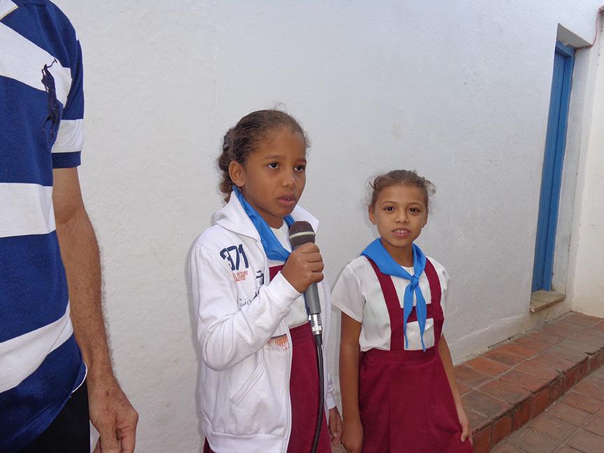 Pioneras dedican una poesía a Celia Sánchez // Foto Marlene Herrera