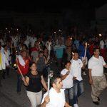 Jóvenes manzanilleros realizaron la Marcha de las Antorchas // Foto Marlene Herrera