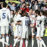 Los jugadores del Madrid celebran el gol de Cristiano ante el Granada // Foto Rafa CasalMARCA