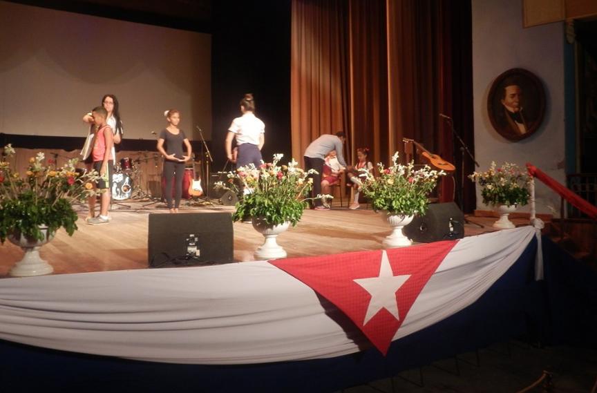 Gala por los 15 años de la inauguración por Fidel de varios programas de la Revolución // Foto Roberto Mesa