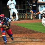 Jugada en el quinto y último partido del tope de béisbol entre los equipos de Cuba y los Estados Unidos, en el estadio Bulls Athletic Park, en la ciudad norteamericana de Durham, EEUU, el 23 de julio de 2013. Foto:Ricardo López Hevia/Cubadebate