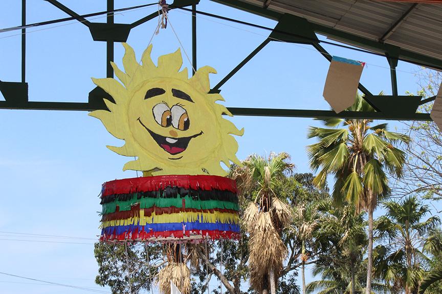 La piñata Qué siempre brille el Sol // Foto Marlene Herrera