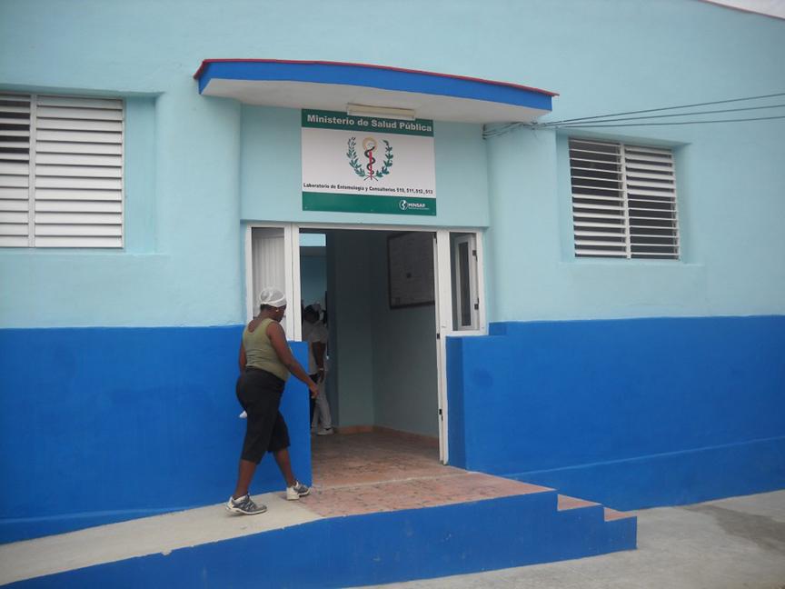 El laboratorio está ubicado en la calle Caridad esquina a Martí // Foto Lilian Salvat