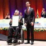 Lenín Moreno recibe las credenciales como Presidente electo de Ecuador. Foto: @cnegobec.