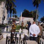 El mandatario ecuatoriano depositó rosas blancas ante el Apóstol y el líder histórico de la Revolución cubana. Foto: Sierra Maestra.
