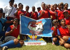 Equipo femenino de softbol de Granma // Foto Yurisdel Reyes