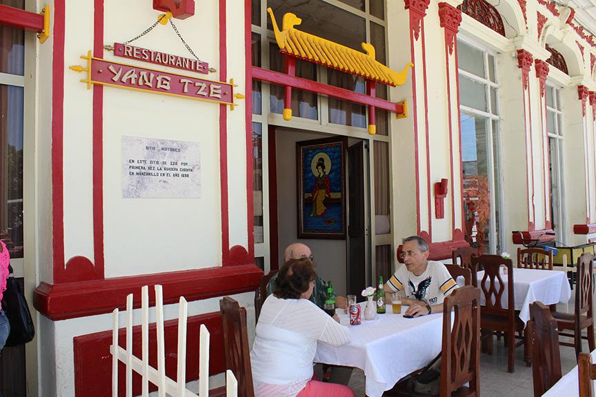 El Yang Tse se ubica en la calle Merchán entre Maceo y Masó en el centro de la ciudad // Foto Marlene Herrera