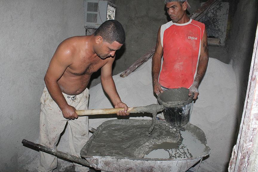 Trabajadores por cuenta propia tienen a cargo la remodelación // Foto Marlene Herrera