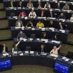 Eurodiputados emiten su voto y dan luz verde a la implementación provisional del Acuerdo de Diálogo Político y Cooperación entre la Unión Europea y Cuba. Foto: EFE.