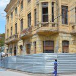 El edificio está ubicado en la calle Martí esquina a Calixto García // Foto Marlene Herrera