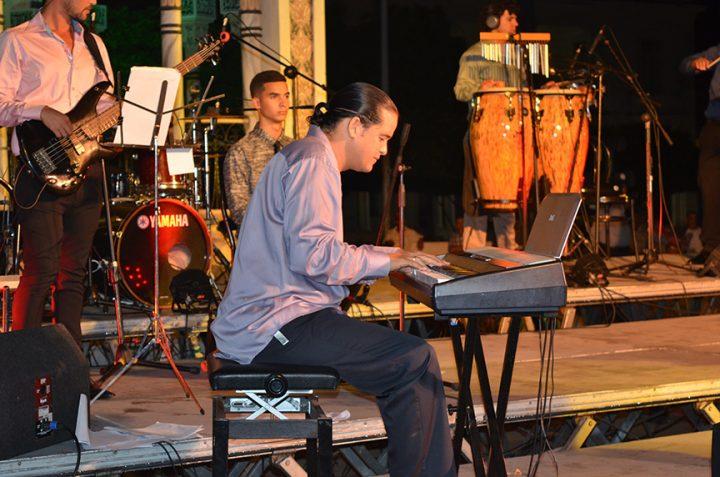 Jesús Estrada, compañero en la vida y el arte de Olguita, fue director musical del concierto // Foto Marlene Herrera