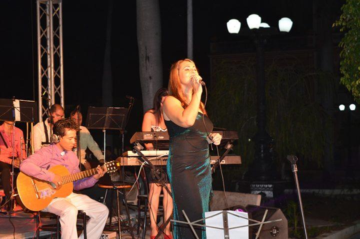 Olga González, Olguita, regaló su voz a la ciudad en el aniversario 225 de la fecha fundacional // Foto Marlene Herrera