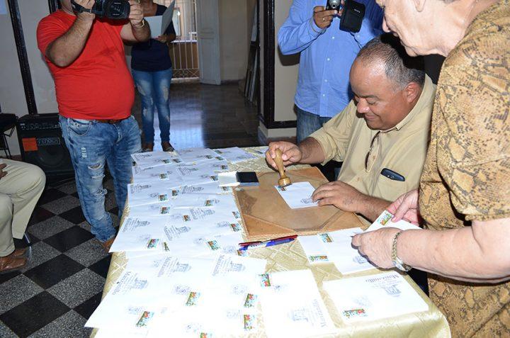 Federico Hernández, secretario del PCC en Granma, durante la cancelación del sello por el 225 aniversario de la ciudad // Foto Marlene Herrera