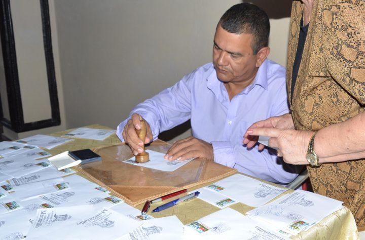 José Enrique Remón, presidente del Gobierno en Manzanillo durante la cancelación del sello por el 225 aniversario de la ciudad // Foto Marlene Herrera