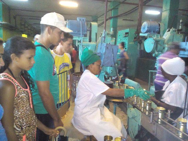 Una visita a la Fábrica de Conservas // Foto Eliexer Peláez