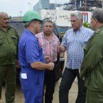 Díaz–Canel conoció de las afectaciones en la termoeléctrica de Santa Cruz del Norte y de las acciones para recuperarse. Foto: Carlos Cánovas