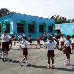 En la escuela primaria Pedro Domingo Murillo, al momento de la visita de Granma, se realizaban juegos y alistaban aulas. Foto: Rodríguez Guerrero, Lissy