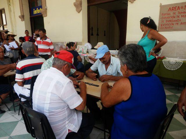 Juego de dominó // Foto Lilian Salvat