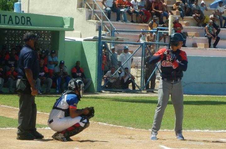 Juego de pelota Granma Camaguey en reinicio de SNB en Manzanillo // Foto Lilian Salvat