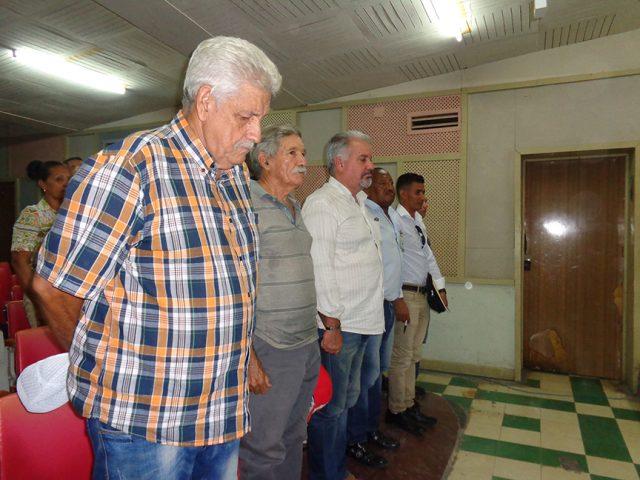 Con un minuto de silencio en homenaje a Antonio Moltó Martorell, presidente de la Unión de Periodistas de Cuba (UPEC) inició la asamblea de la delegación de base en Manzanillo // Foto Marlene Herrera