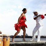 Artistas cubanos dedican rumba gigante a Fidel Castro