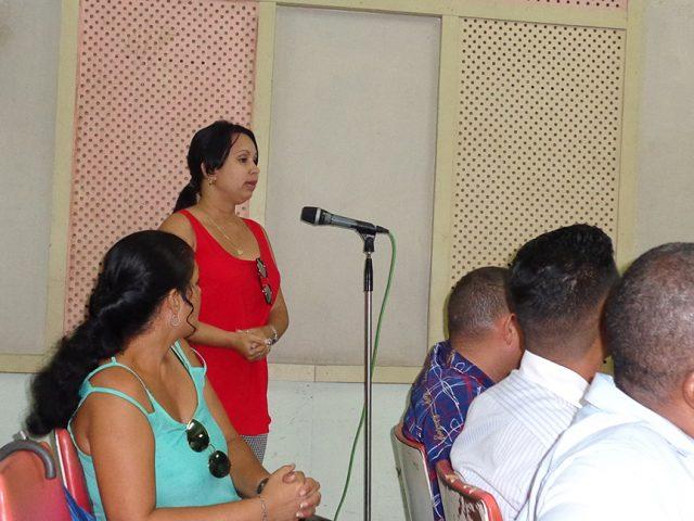Valia Marquínez Sam, periodista del telecentro Golfovisión insistió en la necesidad de formar nuevos profesionales // Foto Marlene Herrera