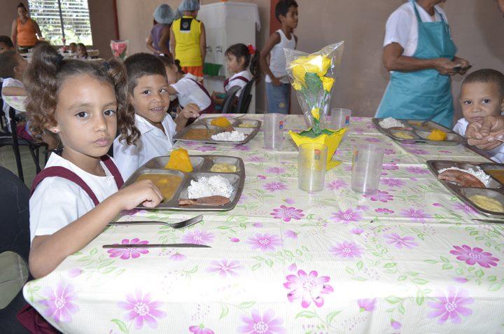 Se les garantiza un almuerzo y dos meriendas durante su estancia en el centro // Foto Marlene Herrera