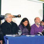 Familiares de Santiago Maldonados yabogaodos en conferencia de prensa la Universidad de La Patagonia, en la ciudad de Esquel. Foto: DyN.