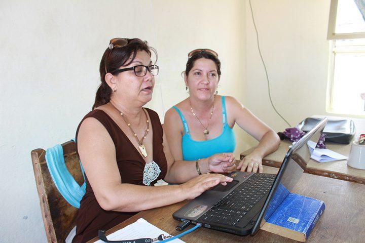 Realiza un esmerado trabajo con los escritores que asesora // Foto Marlene Herrera