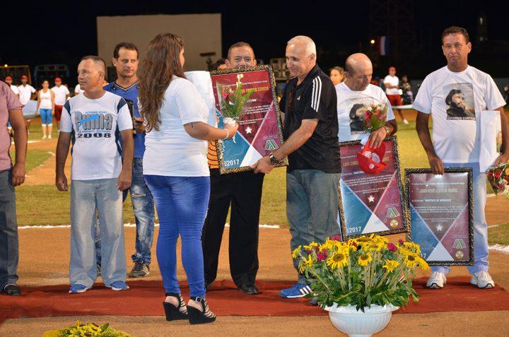 Distinción Mártires de Bárbados en reconocimiento a los méritos alcanzados // Foto Marlene Herrera
