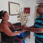 Un regalo de corazón para la radio manzanillera // Foto Marlene Herrera