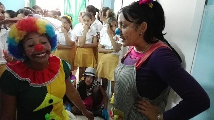 Celebran en sala de oncohematología del pediátrico manzanillero primer cumpleaños de Leydis Camila // Foto Eliexer Peláez