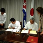 El hecho quedó oficializado mediante un Canje de Notas rubricado por Masahisa Sato, Ministro de Estado de Asuntos Exteriores de Japón, y el viceministro primero del Mincex, Antonio Luis Carricarte Corona