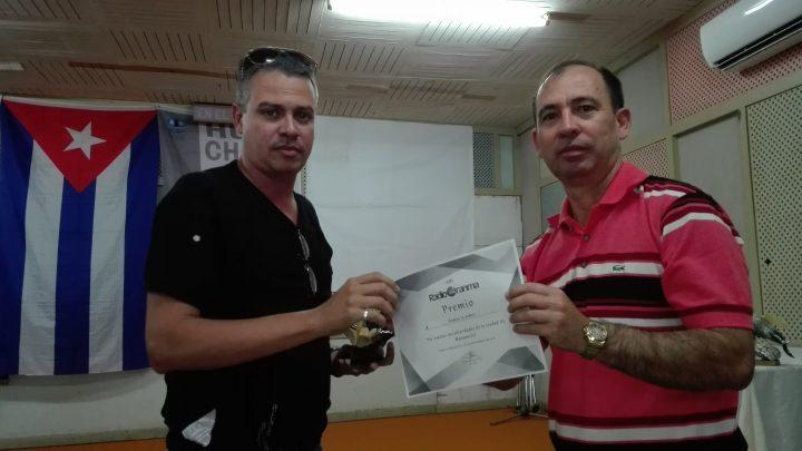 Eduardo Berto entre los premiados // Foto Marlene Herrera