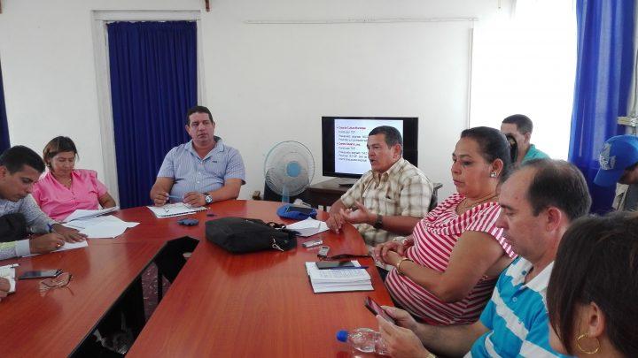 Calixto Santiesteban y Enrique Remón, máxima autoridades en Manzanillo, comentaron sobre el plan de restauración // Foto Marlene Herrera