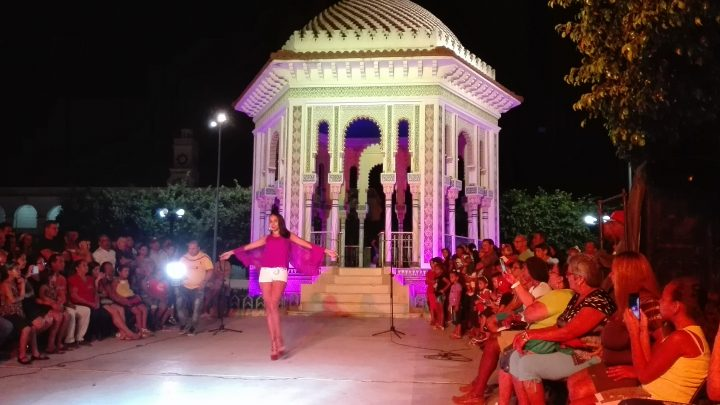Para el desfile se utlizó la música de la Original de Manzanillo // Foto Marlene Herrera