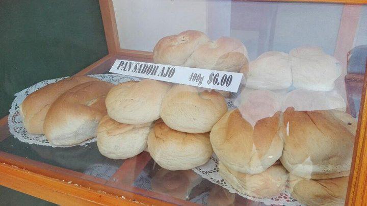 De 15 a 20 variedades de pan de sabores varios // Foto Baldo Alexy