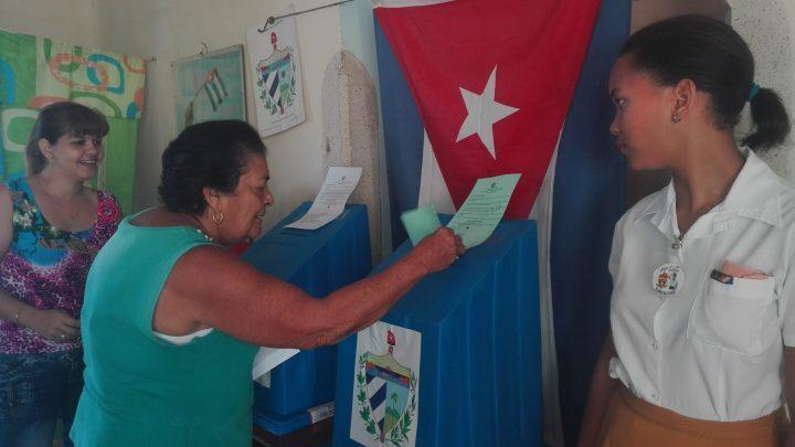 Doscientos treinta y tres colegios electorales se habilitaron en este costero territorio para que los manzanilleros ejercieran su derecho al voto // Foto Marlene Herrera
