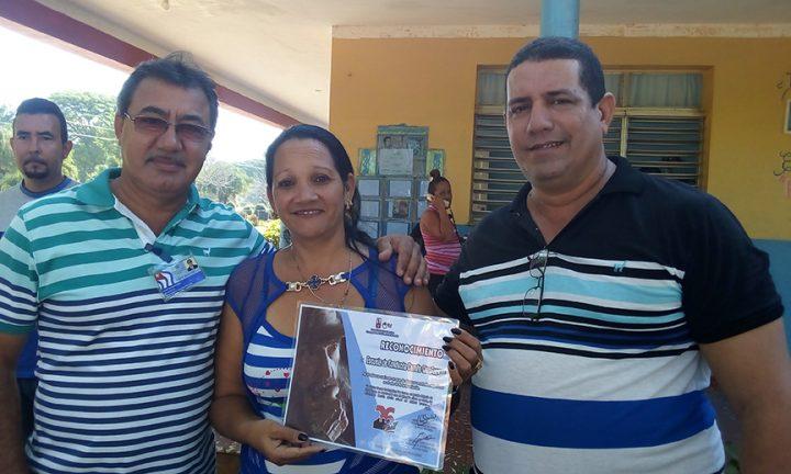 Reconocimiento a la Escuela especial Camilo Cienfuegos // Foto Eliexer Peláez
