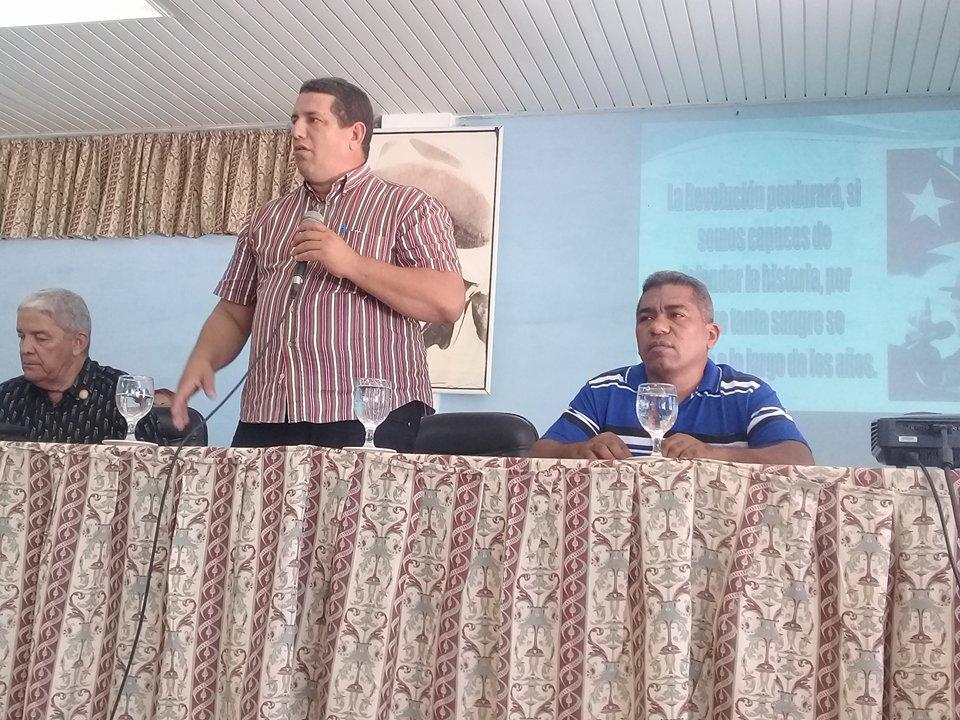 Calixto Santiesteban, primer secretario del Partido en Manzanillo dijo las palabras de clausura de la V Conferencia de la ACRC en Manzanillo // Fotos Carmen León