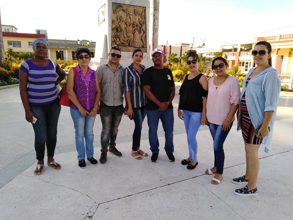 Recorrido de realizadores de la tv manzanillera por la ciudad de Bayamo // Foto Geraldo Romero (perfil Facebook)