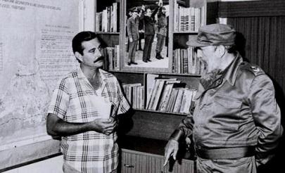 Visita Niquero luego del sismo, a la derecha el entonces primer secretario del Partido en ese municipio, José Manuel Reuco García. 29 de mayo de 1992. //Foto Cmkc