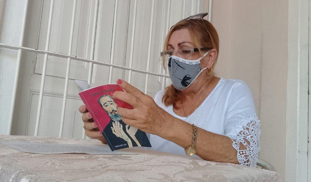 Esperanza Martínez Llópiz presentó el libro Cantar de Alejandro //Foto Eliexer Pelaez Pacheco